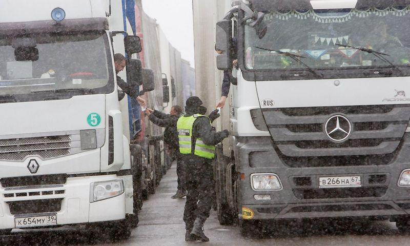 Į Lietuvą įvažiuojantys Rusijos vilkikai privalės susimokėti kelių naudotojo mokestį. Vladimiro Ivanovo (VŽ) nuotr.