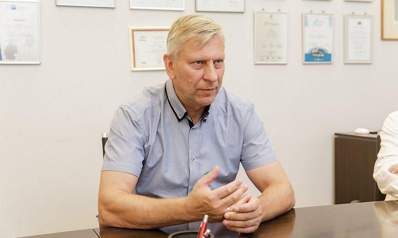 """Gintautas Kvietkauskas, Lietuvos pramonininkų konfederacijos viceprezidentas: """"Daugelis akcininkų supranta būtinybę investuoti į išmaniąją gamybą ir tikrai nebeperka mechaninių staklių. Tačiau įmonės nėra pajėgios skirti investicijoms tiek lėšų, kiek reikėtų, tad laukia ES pinigų."""" Vladimiro Ivanovo (VŽ) nuotr."""