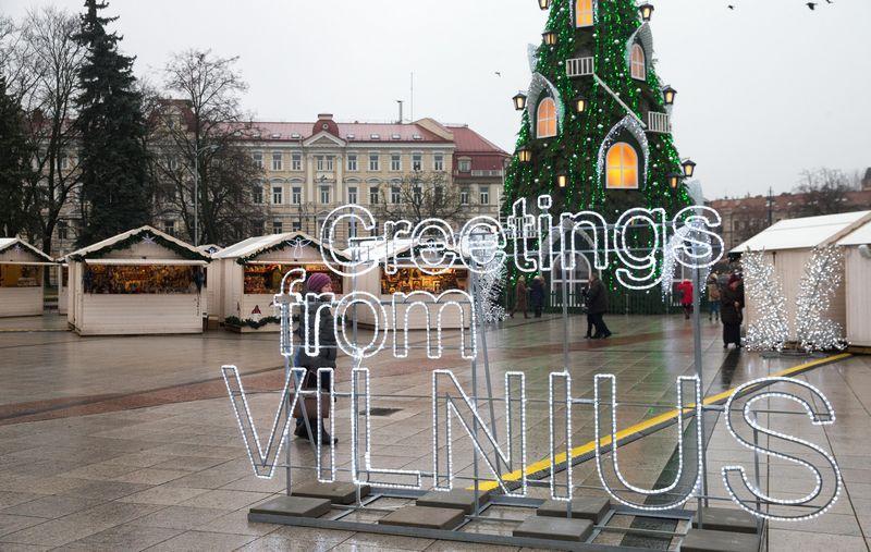 Vienos brangiausių ir prašmatniausių šiemetinių Naujųjų metų sutiktuvių suplanuotos Vilniuje, Katedros aikštės pašonėje. Juditos Grigelytės nuotr.