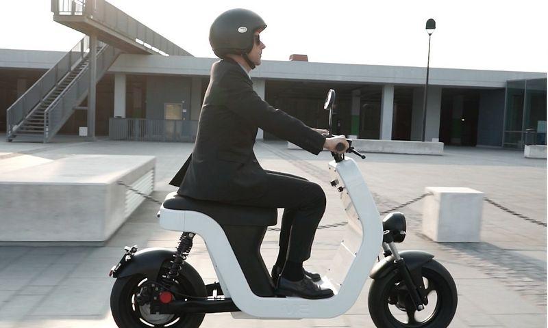 """Italai sukūrė elektrinį motorolerį ir bandys pakartoti """"Vespa"""" sėkmę. Gamintojo nuotr."""