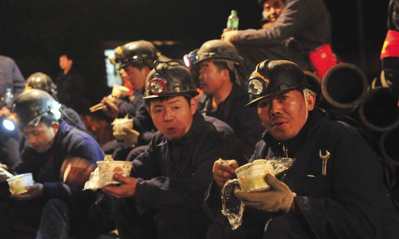 """Planus likviduoti valstybines bendroves gali sujaukti tradicinė Pekino baimė palikti žmones be darbo. """"Reuters"""" / """"Scanpix"""" nuotr."""
