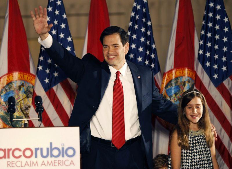"""Marco Rubio, JAV respublikonų partijos kandidatas į prezidentus, su dukra Amanda. Hanso Deryko (""""Reuters"""" / """"Scanpix"""") nuotr."""