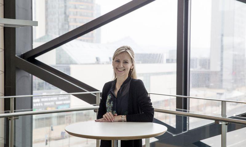 """Agnė Anzelienė, """"Swedbank"""" akcijų prekybos Lietuvoje skyriaus finasų maklerė. Vladimiro Ivanovo (VŽ) nuotr."""