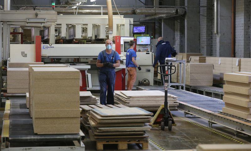 """Teigiamą postūmį MTEP veikloje rodo tradicinė pramonė, štai, pavyzdžiui, baldų gamybos AB """"Freda"""" į našumo ir kokybės stiprinimą šiemet investavo 7,5 mln. Eur. Algimanto Barzdžiaus (VŽ) nuotr."""