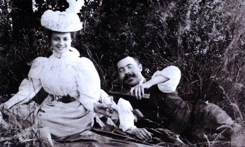 """Georges Roger, vienas iš brolių, perėmusių Pol Roger šampano namus iš savo tėvo, su žmona Mathilde. Apie 1910 m., """"Pol Roger"""" namų archyvo nuotr."""