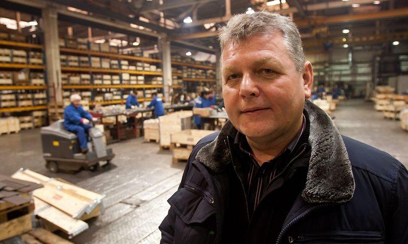 """Dainius Tvarijonas, UAB """"Nosted mechanika"""" generalinis direktorius, nurodo, kad Utenoje pagaminamos produkcijos savikaina tapo mažesnė nei anksčiau importuotos iš Kinijos. Vladimiro Ivanovo (VŽ) nuotr."""