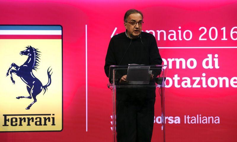 """Sergio Marchionne Milano biržos atidarymo ceremonijoje, kur minimas """"Ferrari"""" debiutas. Stefano Rellandinio (""""Reuters"""" / """"Scanpix"""") nuotr."""