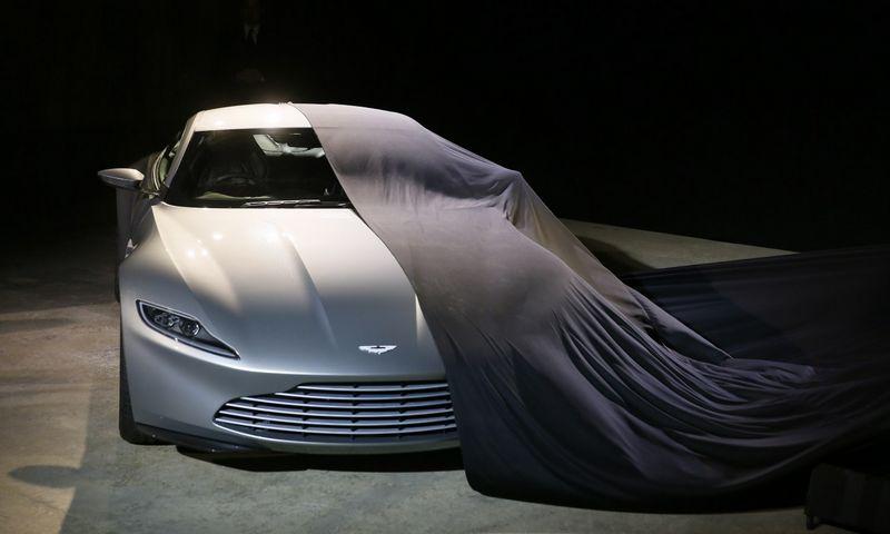"""""""Aston Martin"""" pareiškė, kad naujausias """"Fisker Automobiles"""" gaminys itin panašus į jų DB10 modelį. Stefano Wermutho (""""Reuters"""" / """"Scanpix"""") nuotr."""