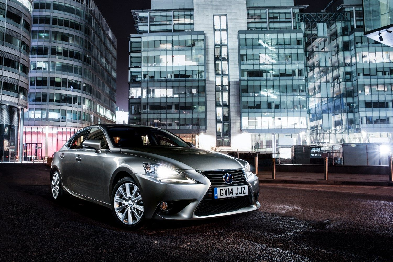 V� bando �Lexus IS� su turbina: stebukl� n�ra, bet �alieji d�t� plius�