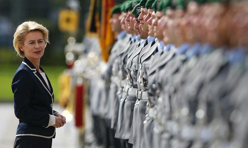 """Ursula von der Leyen, Vokietijos gynybos ministrė, linksniuojama kaip kanclerės Angelos Merkel įpėdinė. Thomo Peterio (""""Reuters""""/""""Scanpix"""") nuotr."""