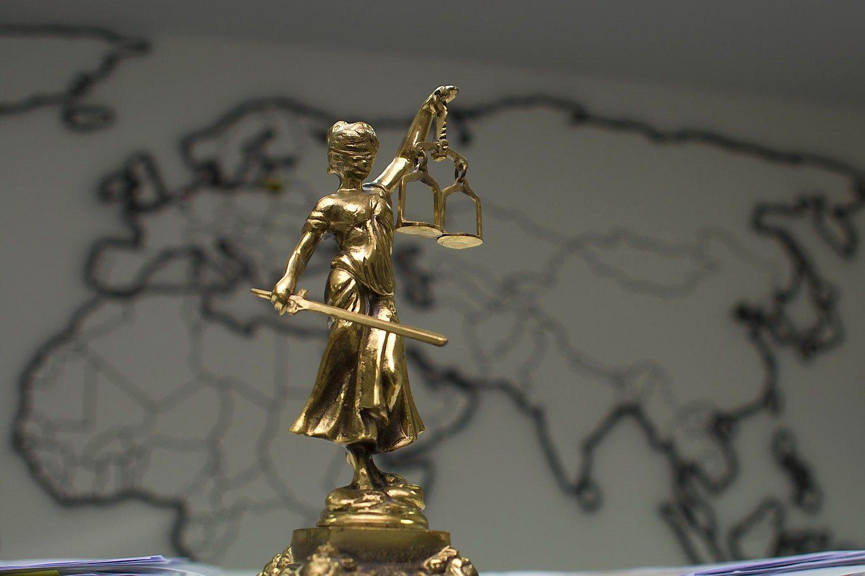 U� nevykdoma teismo sprendim� � bauda vadovams