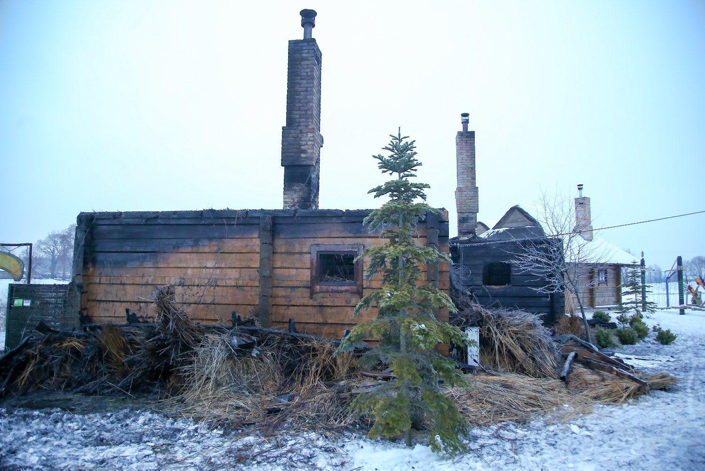 HBH naktį kilusio gaisro nuostolių dar nesuskaičiavo
