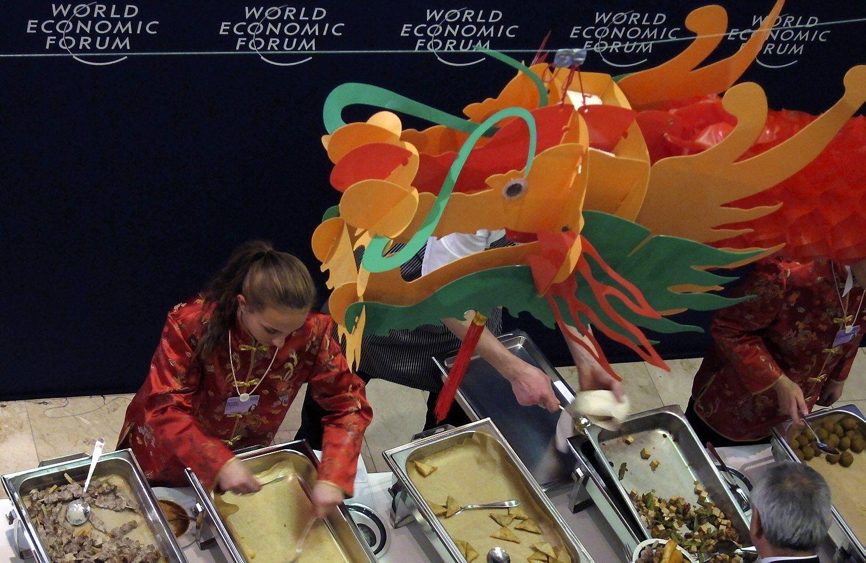 Verslo ir politikos lyderiai Davose sutar� pa�aboti maisto �vaistym�