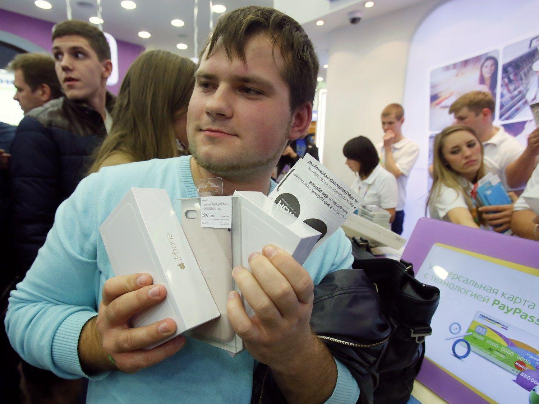 Rus� pirk�jai �luoja �iPhone� telefonus