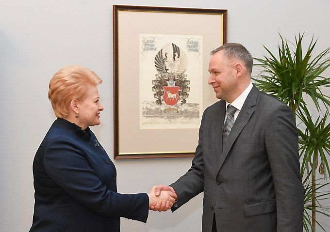 Prezidentė Dalia Grybauskaitė ir Žydrūnas Radišauskas, generalinio prokuroro pavaduotojas. Prezidentūros nuotr.