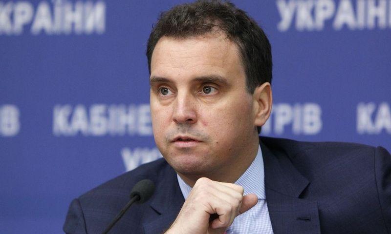 """Ukrainos ekonomikos ministras Aivaras Abromavičius pareiškė nuolat patiriantis politinį spaudimą stabdyti reformas. Valentino Ogirenkos (""""Reuters"""" / """"Scanpix"""") nuotr."""