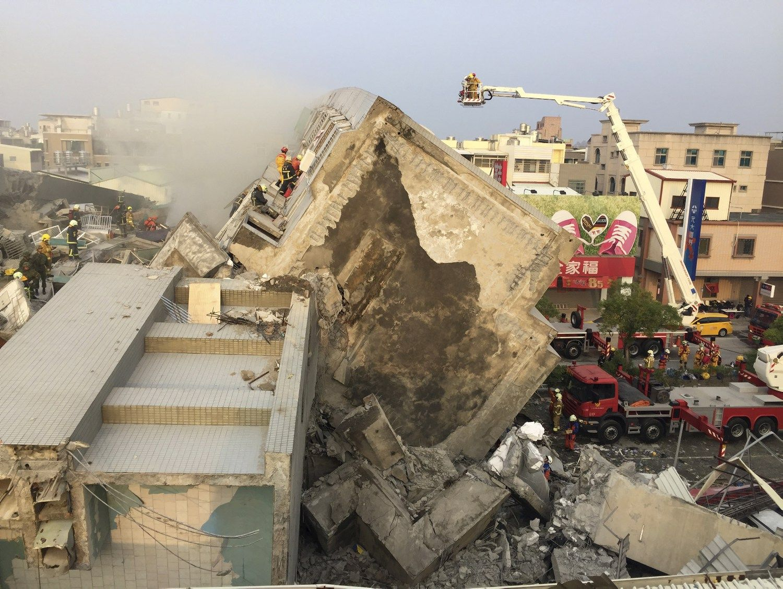 Taivane �em�s dreb�jimas sugriov� 17 auk�t� daugiabut�