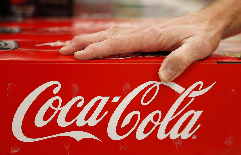 �Coca-Cola� peln� didino, bet pardavimai smuko