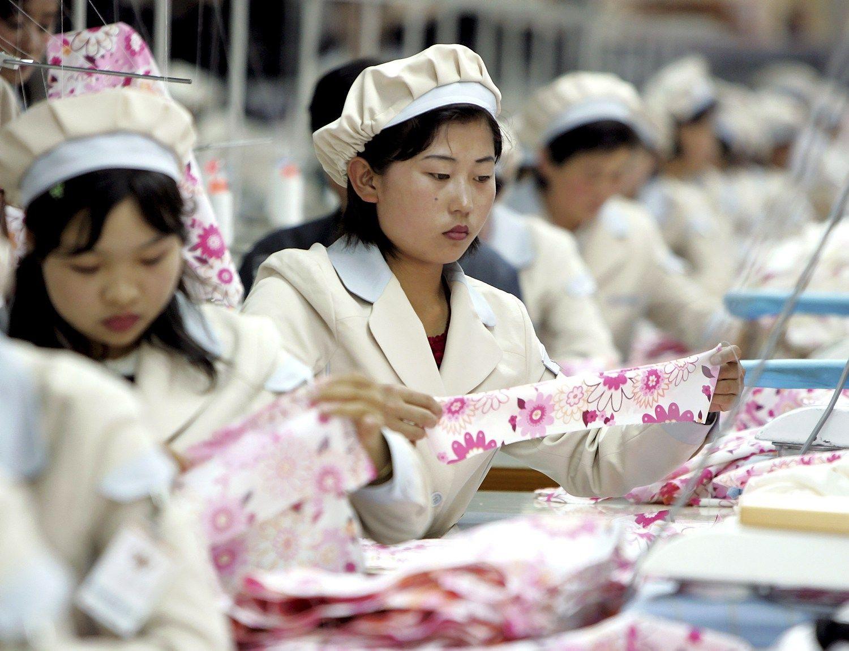 Seulas stabdo pramon�s park�, kuriame dirba 54.000 �iaur�s Kor�jos gyventoj�