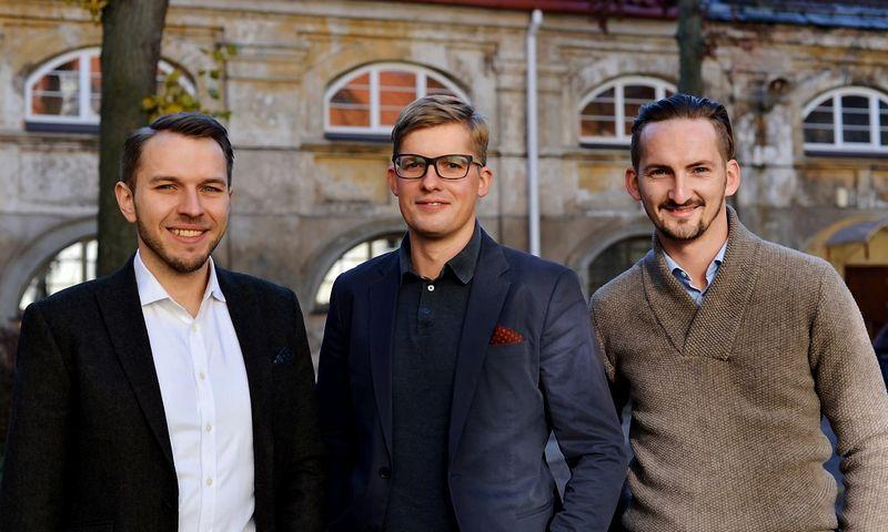 """Iš kairės: Darius Noreika, UAB """"Finansų bitė"""" operacijų direktorius, Audrius Griškevičius, kuriamo Verslo finansavimo padalinio vadovas, ir Laimonas Noreika, bendrovės vadovas. Įmonės nuotr."""
