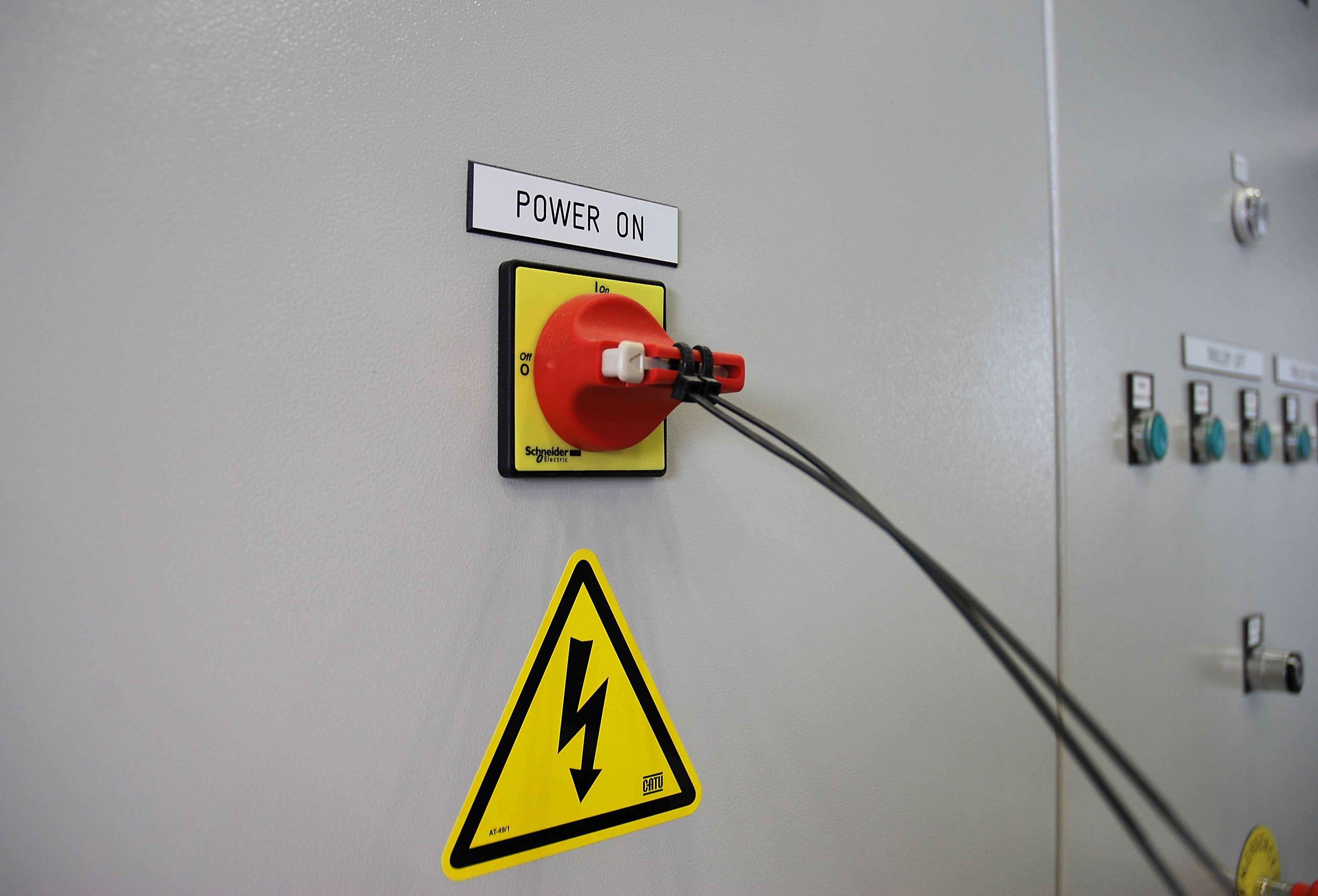 Suomiai sukilo prie� elektros monopolistus