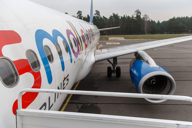 """""""Small Planet Airlines"""" lėktuvas nuriedėjo nuo tako Birmingame"""