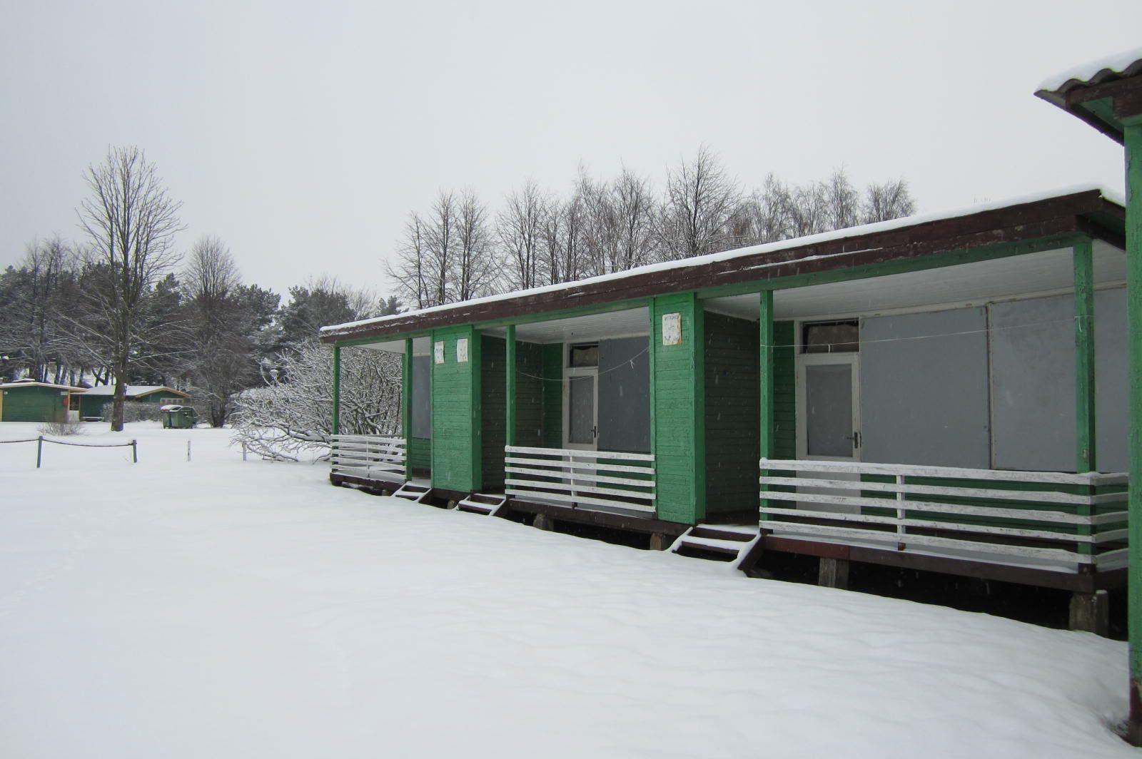 Brangiausiai aukcione parduotas objektas buvo medinių vasaros namelių kompleksas Šventojoje Bendrovės Nuotr.