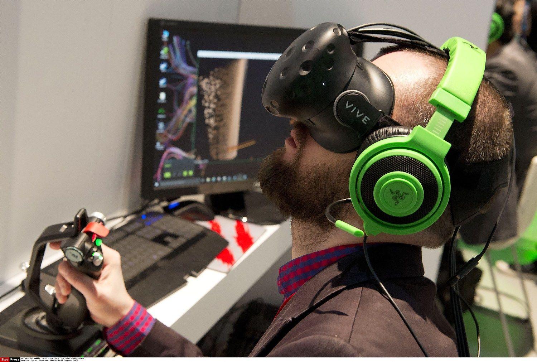 """HTC per pirmas 10 minučių pardavė 15.000 """"Vive VR"""" įrenginių"""