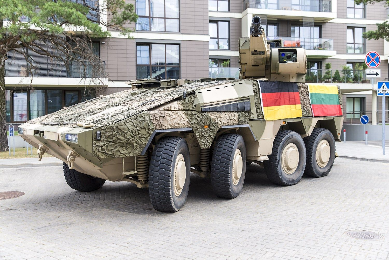 """Vokiečių bendrovės """"Artec"""" kovinė pėstininkų mašina """"Boxer"""". Vladimiro Ivanovo (VŽ) nuotr."""
