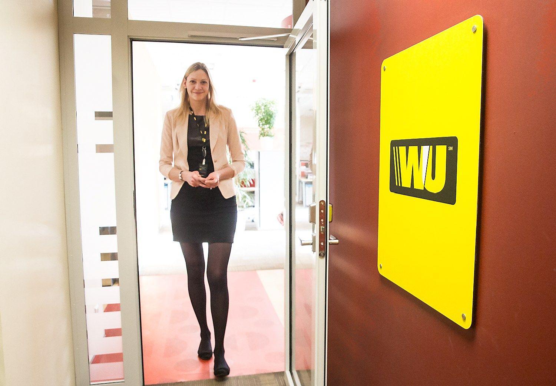 Pirmosios darbo dienos �Western Union�: buvusi krep�inink� i�sitrauk� diplom�