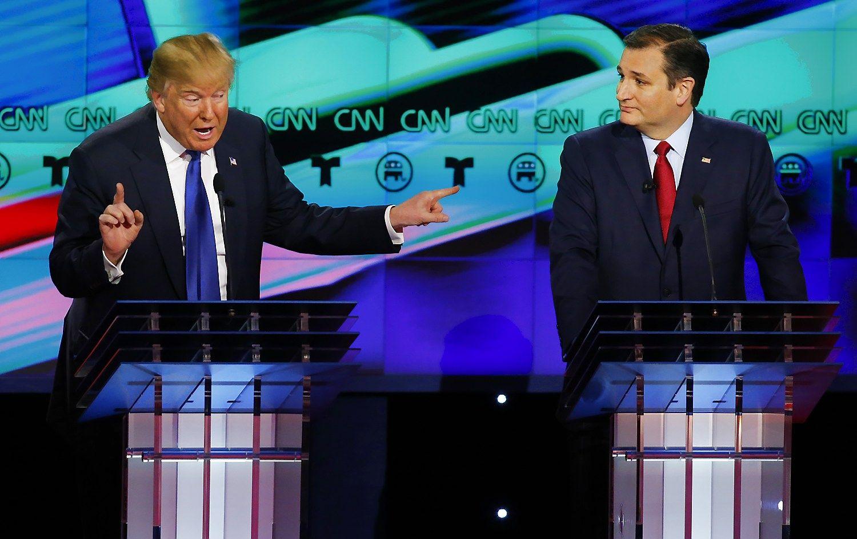 "Respublikonai Donaldas Trumpas ir Tedas Cruzas. Mike'o Stone'o (""Reuters"" / ""Scanpix"") nuotr."