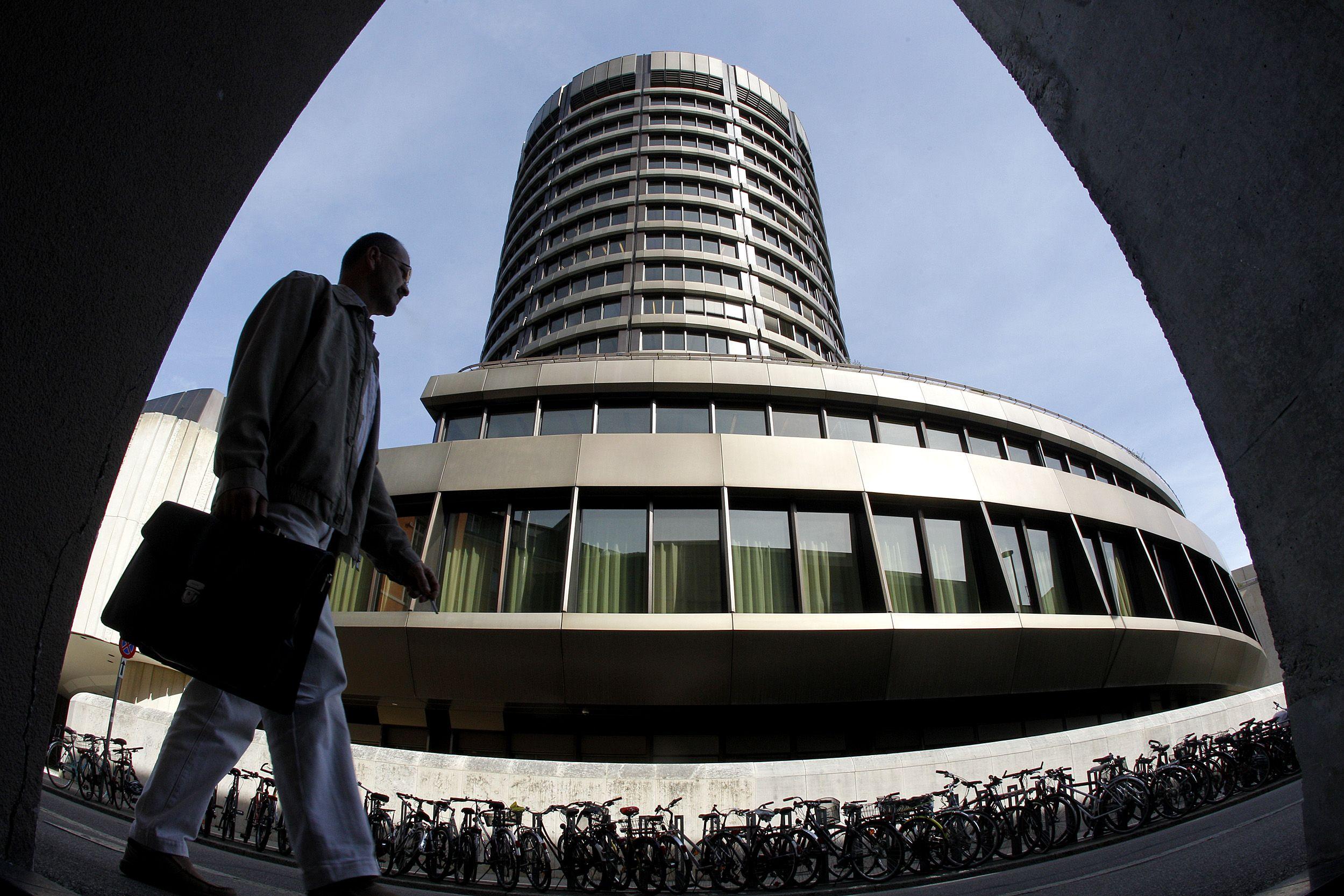 Gilyn � �minus��: ECB dar labiau r�� pal�kanas
