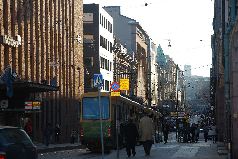 Suomiai rodo, kaip sunkme�iu dera elgtis profs�jungoms