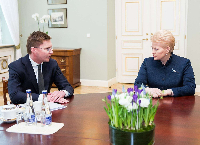 Dalia Grybauskait� susitiko su kandidatu � sveikatos apsaugos ministrus Juru Po�ela. Luko Baland�io (�15min.�/�Scanpix�) nuotr.