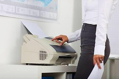 Banko klientas pasijaut� gr���s � 1990-uosius: kod�l faksas dar nenumir�