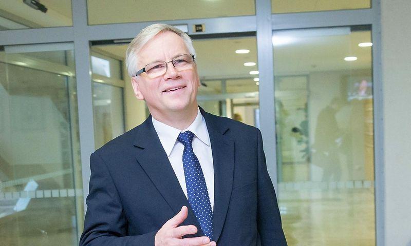 """Rimantas Šadžius, postą paliekantis finansų ministras: """"Vienas iš įdomesnių TVF pasiūlymų,  kurį neabejotinai svarstysime, yra neapmokestinamojo minimumo """"Sodros"""" įmokoms įvedimas."""" Juditos Grigelytės (VŽ) nuotr."""