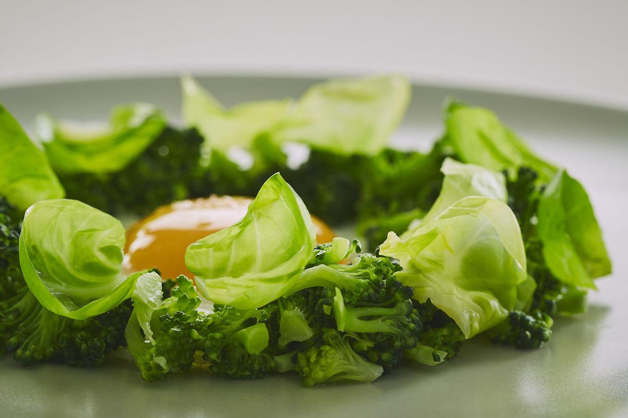 Virtuv�s meistro Martyno Pra�kevi�iaus receptas - keptas kiau�inis su brokoliais. Roberto Daskevi�iaus nuotr.