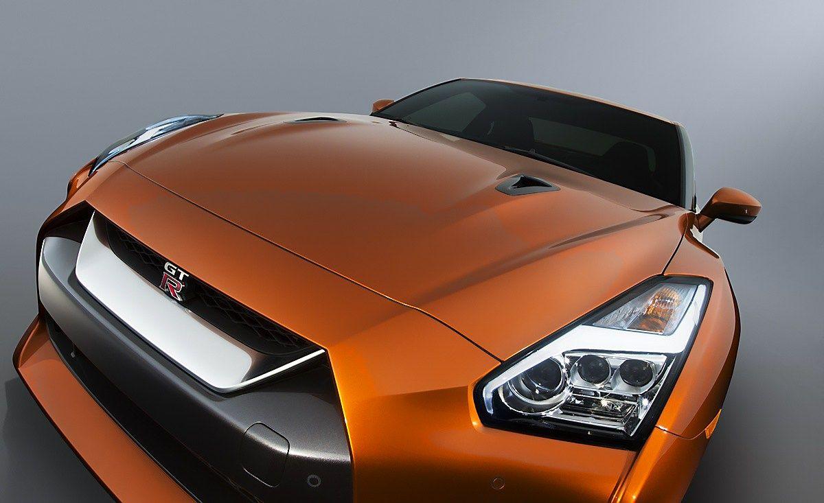 """""""Nissan"""" ryžosi reikšmingesniems superautomobilio pokyčiams: pristatė naują GT–R"""