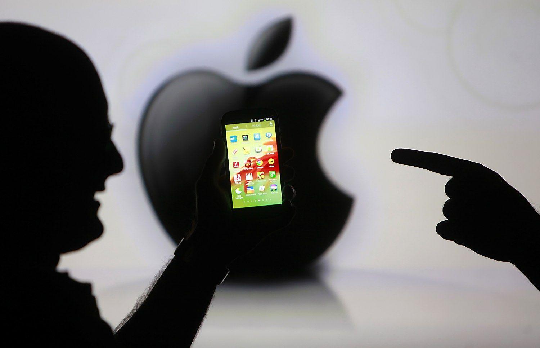 """""""Apple"""" ieško, kas ir kaip atrakino San Bernardino žudiko telefoną"""