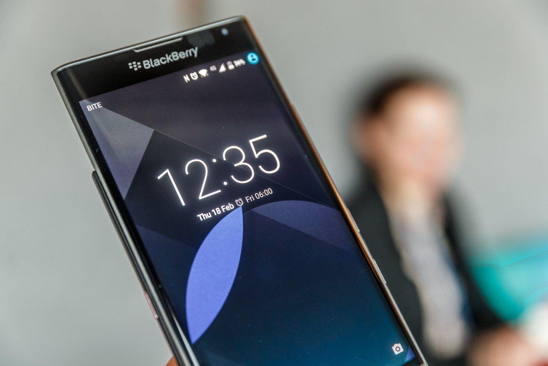 """VŽ apžvalga: """"Blackberry Priv"""" prieš """"Samsung Galaxy S7 Edge"""""""