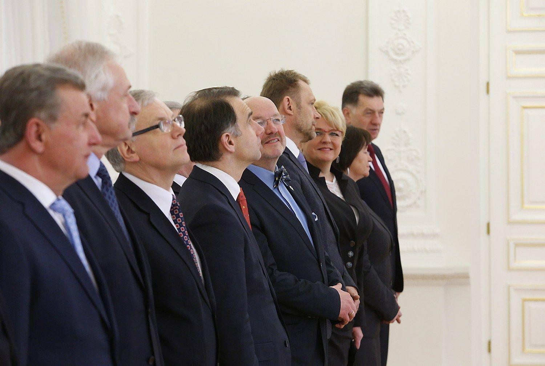 Ar gausūs ministrų pasikeitimai sugriaus Vyriausybę
