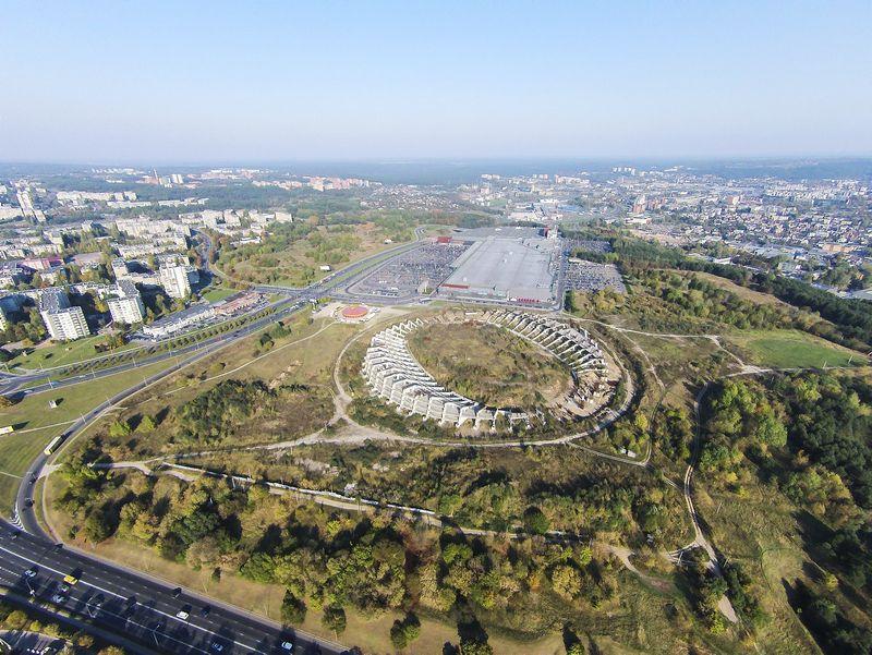 """Stadionas ant Šeškinės kalno iš paukščio skrydžio. Irmanto Gelūno (""""15min.lt"""" / """"Scanpix"""") nuotr."""