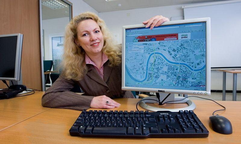 """Jolanta Masionienė, """"Hnit-Baltic"""" rinkodaros vadovė priduria, kad galutinis tikslas yra sukelti į žemėlapius ir statybininkų rengiamus vadinamuosius BIM duomenis, kas leistų žvalgyties net pastatų viduje. Juditos Grigelytės (VŽ) nuotr."""