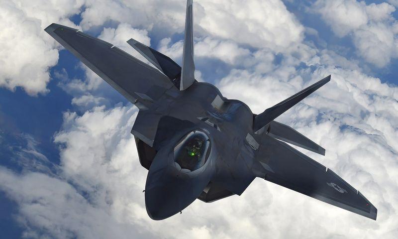 """F-22 Raptor"" naikintuvas. Toby Melville (""Reuters"" / ""Scanpix"") nuotr."