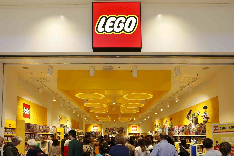 �Lego� savininkas�dal�pareig� perleid�ia s�nui