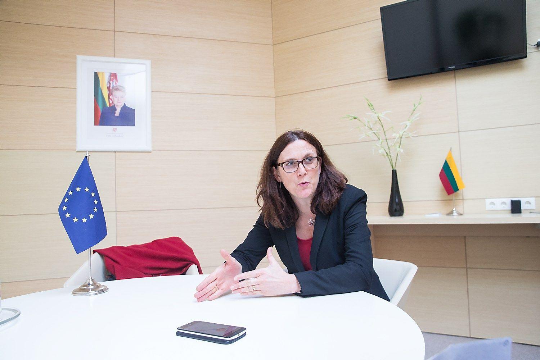 Versl� Seime labiau domino�Europos komisar�s�pozicija d�l Rusijos, Kinijos nei JAV