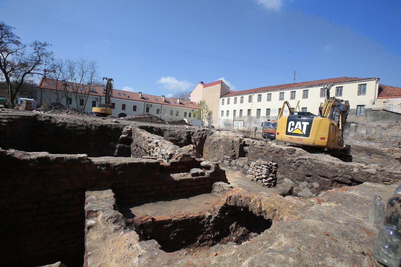 Automobili� aik�tel�s vietoje Vilniaus senamiestyje � butai ir komercin�s patalpos