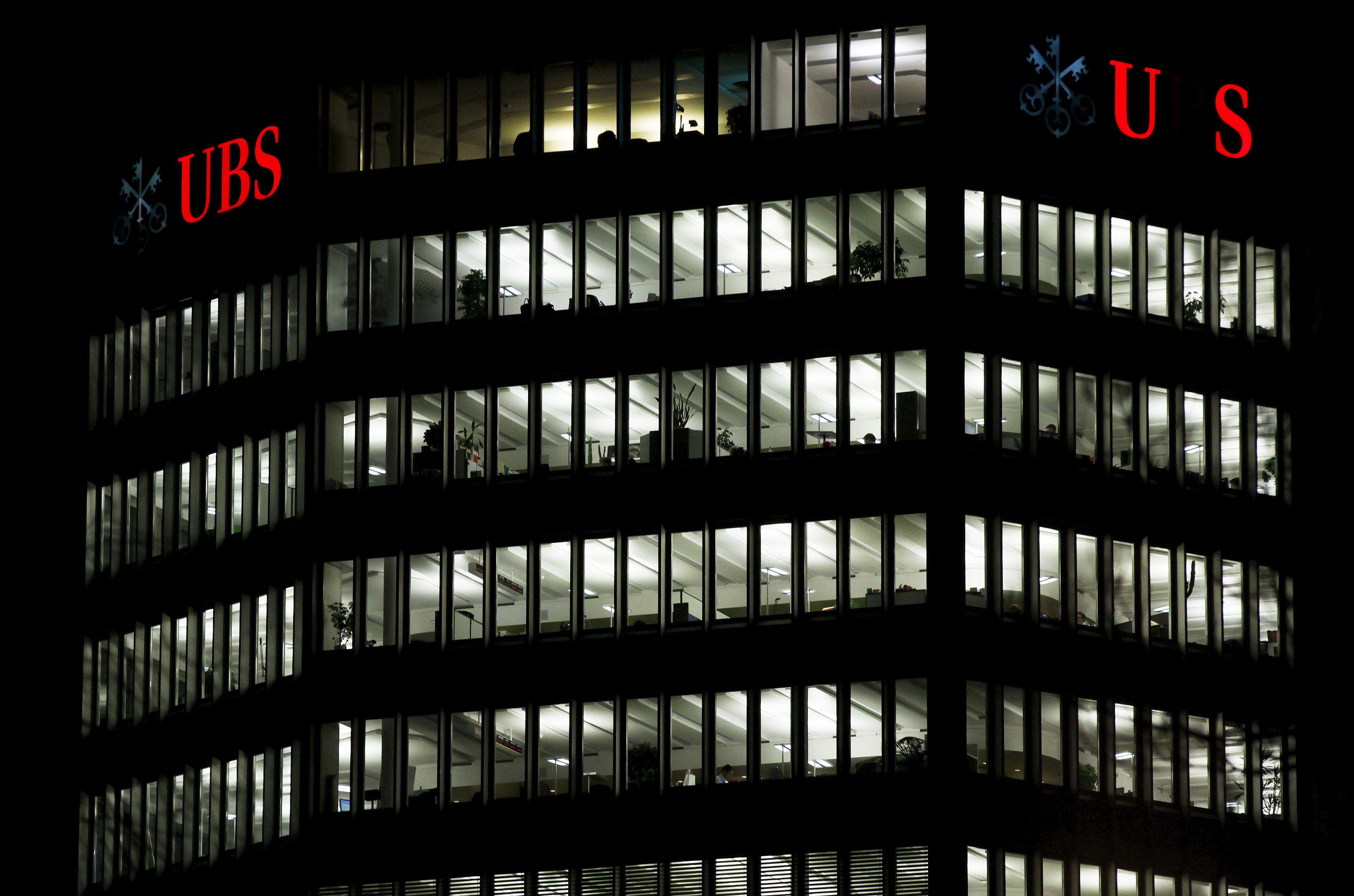 UBS grynasis pelnas krito 64%