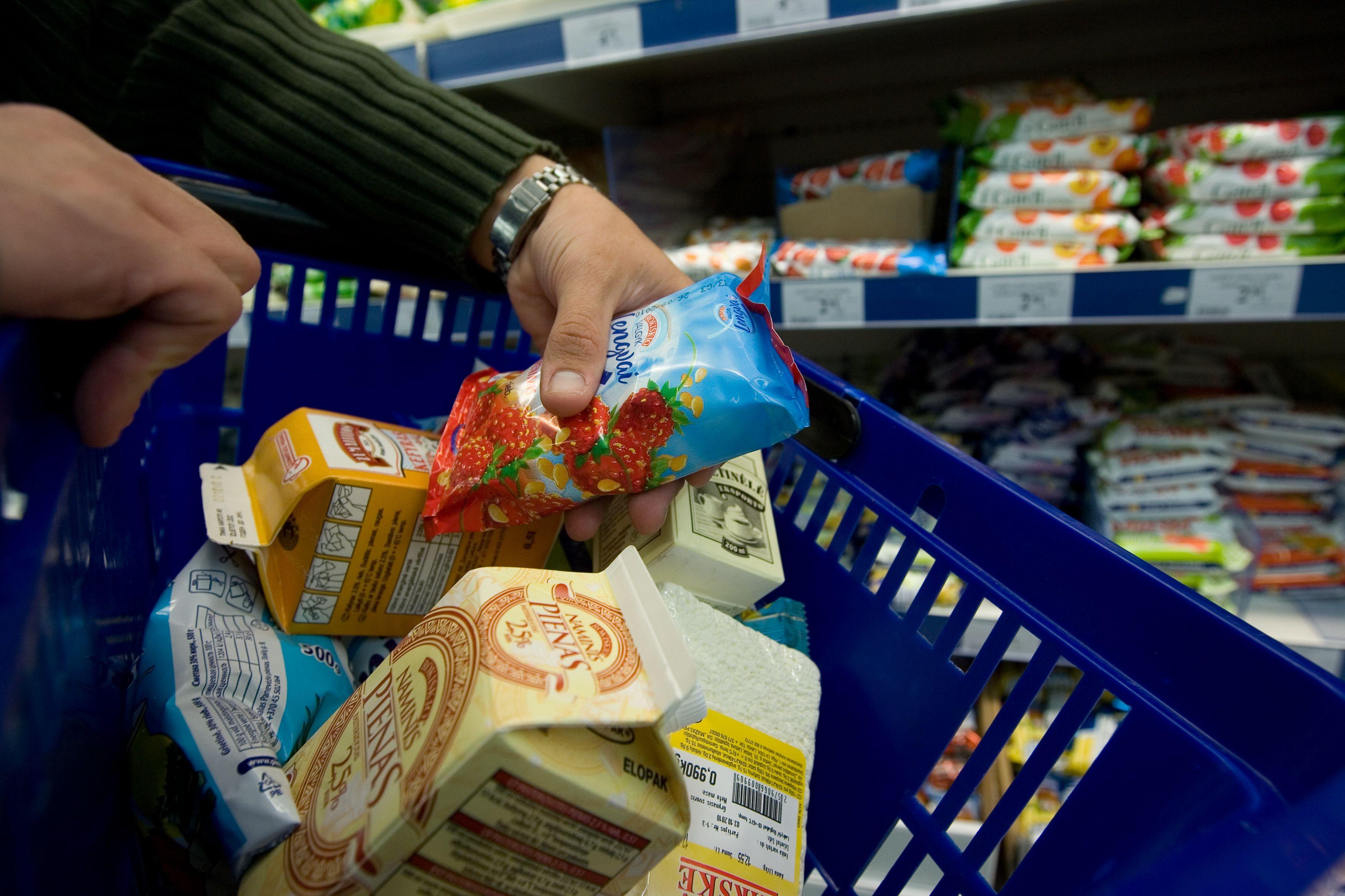 Per 17 met� maisto dalis i�laidose susitrauk� 57%