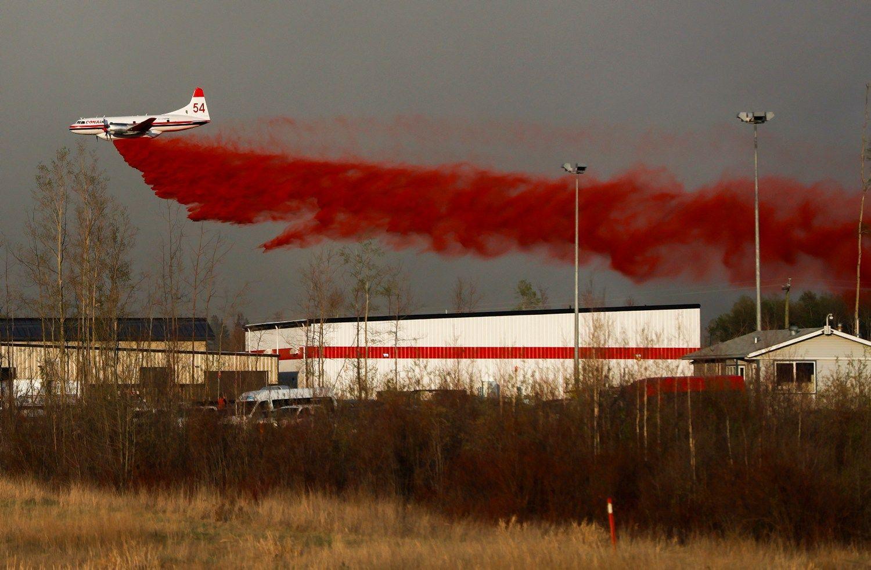 Milžiniškas gaisras Kanadoje gali augti dar dvigubai